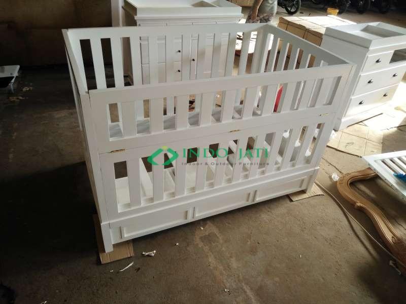 Box Bayi Minimalis Putih