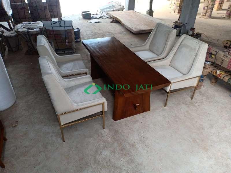 Set Sofa Mewah Meja Solid Trembesi