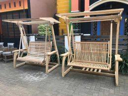 Kursi Ayunan Taman Kayu Jati