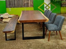 Meja Solid Trembesi 4 Kursi Sofa Makan